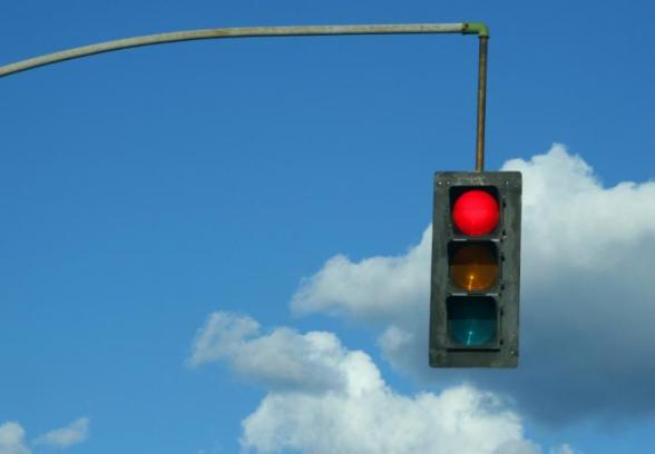 traffic-light-showing-red